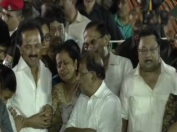 dravidian-icon-karunanidhi-buried-beside-mentor-annadurai-at-marina-beach-in-chennai-