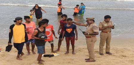 hc-reverses-order-allowing-protests-on-marina-beach
