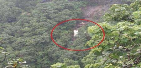 bus-carrying-university-students-staff-falls-into-deep-gorge-in-raigad-at-least-33-killed