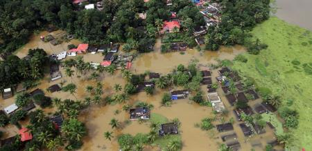 kerala-floods-live-updates-over-3-5-lakh-people-affected-red-alert-issued-in-11-districts
