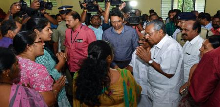 10000-will-be-transferred-to-bank-accounts-of-people-in-relief-camps-announces-kerala-cm-pinayari-vijayan