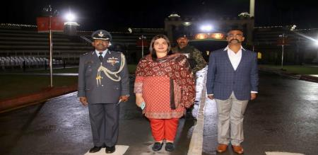 despite-pakistans-delay-tactics-abhinandan-gets-a-heros-welcome